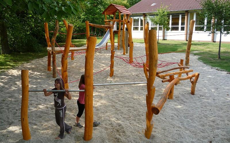 Kletterkombinationen und Klettergerüste mit Seilen, Netzen ...